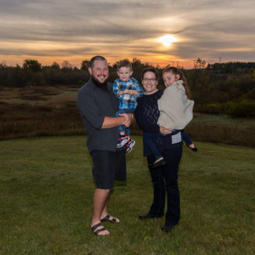Family portraits at Dawn in Lambton County